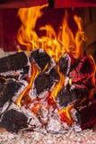 Llama en la estufa rusa Fotografía de archivo