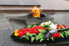 Llama eterna del monumento En el cuadrado de los combatientes caidos imágenes de archivo libres de regalías