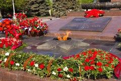 Llama eterna del monumento En el cuadrado de los combatientes caidos foto de archivo