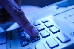 Llamada a 911 o servicio de asistencia Imágenes de archivo libres de regalías