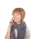 Llamada atractiva de la mujer joven por el teléfono móvil Fotografía de archivo