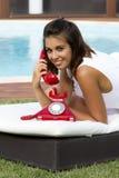 Llamada con un teléfono imagen de archivo libre de regalías