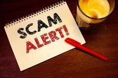 Llamada de motivación alerta de Scam del texto de la escritura de la palabra Concepto del negocio para que advertencia de la segu Foto de archivo libre de regalías