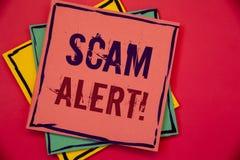 Llamada de motivación alerta de Scam del texto de la escritura de la palabra Concepto del negocio para que advertencia de la segu Foto de archivo