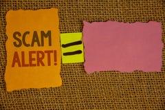 Llamada de motivación alerta de Scam del texto de la escritura de la palabra El concepto del negocio para que la advertencia de l Fotografía de archivo libre de regalías