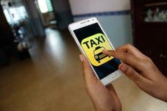 Llamada de servicio del taxi Foto de archivo