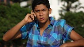 Llamada de teléfono adolescente seria Fotos de archivo