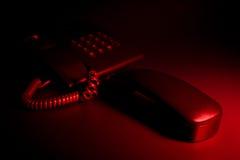 Llamada de teléfono ansiosa urgente de la noche Imagen de archivo libre de regalías