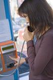Llamada de teléfono público Imágenes de archivo libres de regalías
