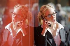 Llamada de teléfono reflexiva Foto de archivo libre de regalías