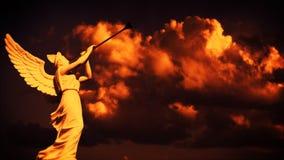 Llamada del ángel en la puesta del sol, timelapse