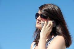 Llamada telefónica de la mujer joven Fotografía de archivo libre de regalías