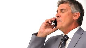 Llamada telefónica enojada del hombre de negocios almacen de metraje de vídeo