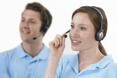 Llamadas de contestación del personal en el departamento de servicio de atención al cliente Imagen de archivo