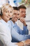Llamadas receicving del servicio de atención al cliente Foto de archivo
