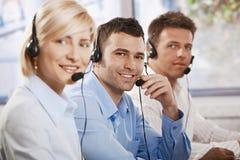 Llamadas receicving del servicio de atención al cliente Fotografía de archivo libre de regalías