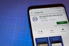 Llamadas y charla libres App del vídeo de la OMI HD en el teléfono celular de Android fotografía de archivo libre de regalías