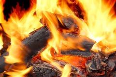 Llamas ardientes y carbón que brilla intensamente XXXL HDR Fotografía de archivo