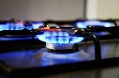Llamas azules de la estufa de gas Fotos de archivo