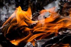 Llamas causadas por la combustión fotos de archivo libres de regalías