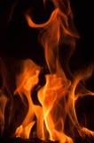 Llamas del fuego en un fondo negro Fondo de la textura de la llama del fuego del resplandor Ciérrese para arriba de las llamas de Fotos de archivo