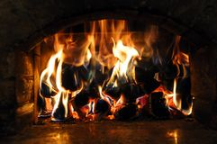 Llamas encendidas madera Imagen de archivo libre de regalías