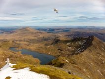 Llan Llydaw που βλέπει από τη σύνοδο κορυφής του υποστηρίγματος Snowdon, Ουαλία στοκ εικόνα