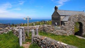 Llanbadrig kyrka, Anglesey, norr Wales royaltyfria foton