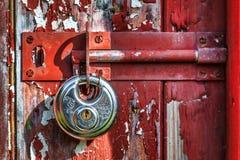LLANBERIS, WALES/UK - 10月7日:在老发光的新的挂锁 库存照片