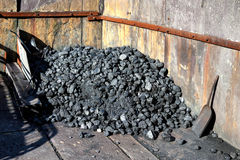 LLANBERIS, WALES/UK - 7 DE OCTUBRE: Yarda de carbón en la pizarra M de LLanberis Fotos de archivo libres de regalías