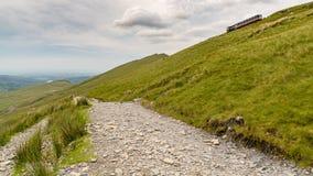 Llanberisweg, tussen Onderstel Snowdon en Llanberis, Gwynedd, Wales, het UK stock foto's