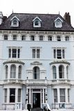LLandudno, Ουαλία, UK - 27 Μαΐου 2018 παλαιό κτήριο ξενοδοχείων με πολλά παράθυρα Έννοια κτηρίων ιστορίας με το ντεμοντέ βλέμμα κ στοκ φωτογραφίες με δικαίωμα ελεύθερης χρήσης