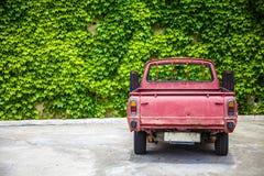 LLandudno, Galles, Regno Unito - 27 maggio 2018 camioncino d'annata visto sul garage Il parco tradizionale del veicolo davanti al fotografia stock libera da diritti