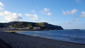 Llandudno-Strand, Croc-Berg, Vereinigtes Königreich Lizenzfreie Stockfotos