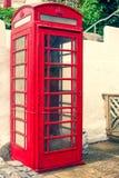 LLandudno, Wales, het UK - 27 MEI, 2018 een oude klassieke Britse rode telefooncel Traditionele rode telefoondoos op straat Het w royalty-vrije stock fotografie