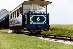 LLandudno, Wales, Nordufer-Strand, Großbritannien - 27. Mai 2018 Straßenbahn, die zur Station zu dem Fuß der Linie kommt Zug erre stockbilder