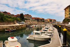 Llanes乐趣港口,阿斯图里亚斯,西班牙 免版税库存照片