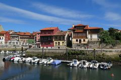 Llanes-harour, Asturien, Norther Spanien lizenzfreie stockfotografie
