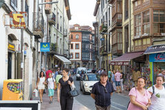 Llanes, Hiszpania 03,2016 Llanes, Asturias, Hiszpania: Ludzie Fotografia Stock
