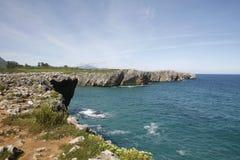 Llanes nel litorale dell'Asturia Fotografie Stock Libere da Diritti