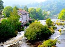 Llangollen, País de Gales, a lo largo del río Dee Fotos de archivo libres de regalías