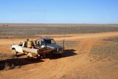 Llano de Nullarbor de las herramientas de las camionetas pickup, Australia Foto de archivo libre de regalías