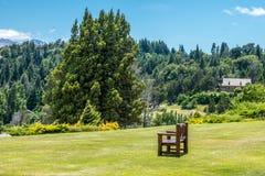 Llao Llao村庄的草坪 免版税库存照片