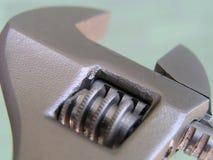 Llave ajustable, marcas métricas de la talla, llave de tubo Fotos de archivo libres de regalías