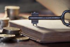 Llave al dinero Imágenes de archivo libres de regalías