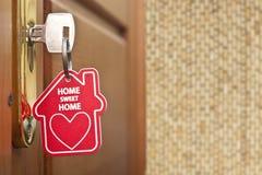 Llave con el hogar de la etiqueta Foto de archivo libre de regalías