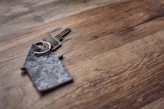 Llave de picaporte con el llavero Fotografía de archivo libre de regalías