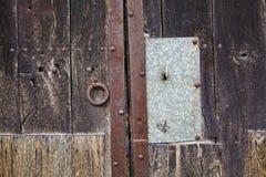 Llave en una puerta vieja Fotografía de archivo