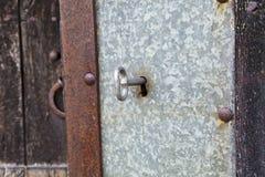 Llave en una puerta vieja Foto de archivo