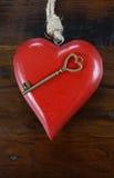 Llave feliz del día de tarjetas del día de San Valentín a mi concepto del corazón Foto de archivo